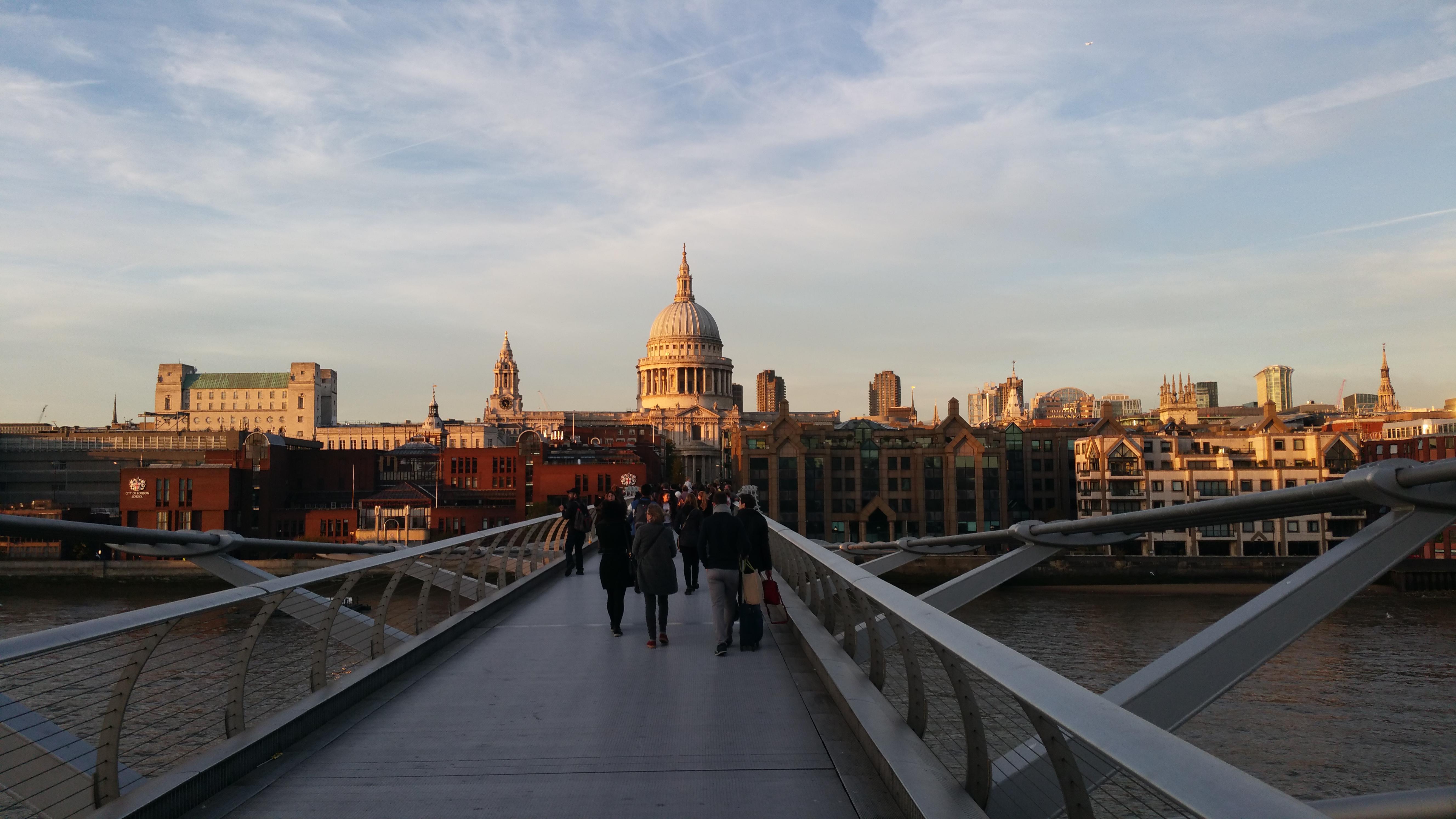 Auf der Millenium Bridge