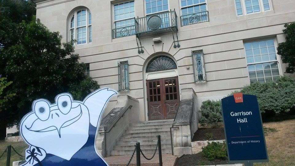 Oddy vor der Garrison Hall